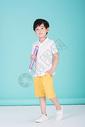 儿童教育小男孩手持超大铅笔学习500946195图片
