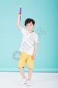 儿童教育小男孩手持超大铅笔学习500946209图片