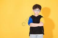 戴眼镜的儿童小男孩童年活泼500946472图片