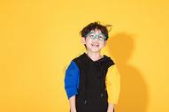 戴眼镜的儿童小男孩童年活泼图片
