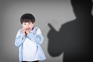 害怕的小孩图片