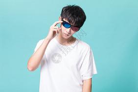 酷酷的男青年图片