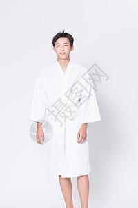 穿浴袍的男性图片