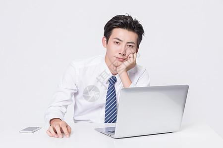 思考中的商务男士图片