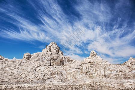 茶卡盐湖的大型盐雕图片