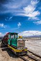 茶卡盐湖小火车图片
