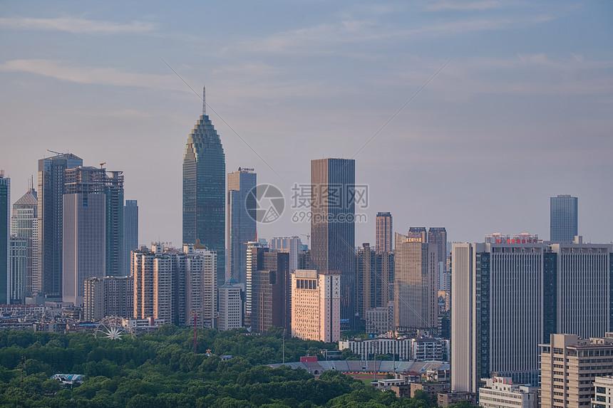 武汉繁华的高楼大厦商务区图片