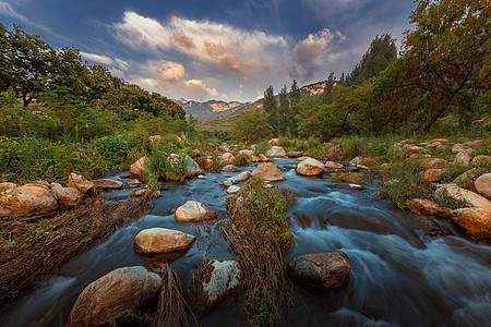 美丽河谷图片