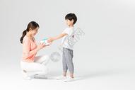 儿子给妈妈送礼物500950894图片