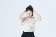 商务女性抓狂情绪图片