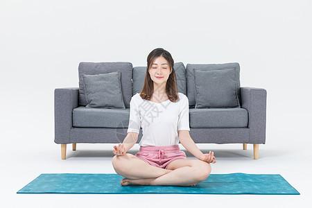 居家女性瑜伽健身图片
