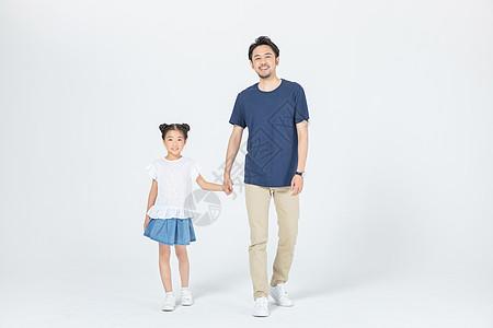 父女亲情图片_父女背景-父女摄影图片-中秋女儿父母相伴吃月饼图片-摄图网