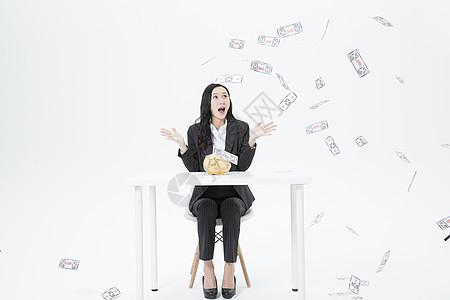 商务女性金融投资回报图片