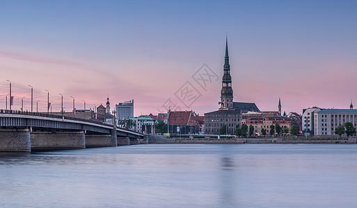 拉脱维亚里加圣彼得大教堂日落夜景图片