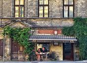 欧洲街头露天咖啡座图片