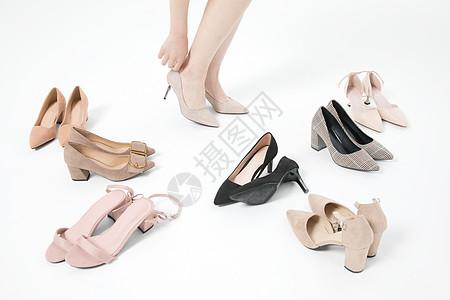 试穿高跟鞋女性图片