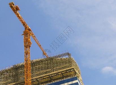 机械与人工塔吊的工作图片
