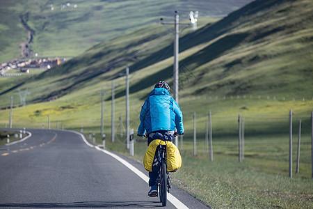 川藏线骑行者图片