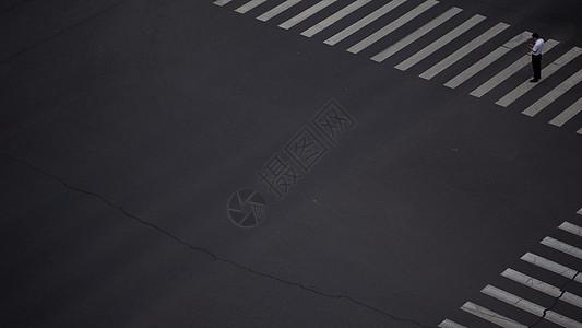 孤独的十字路口图片