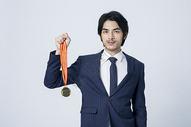 西装商务男士获奖奖牌图片