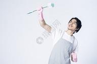 男性清洁打扫图片