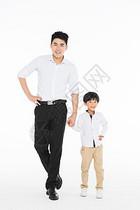 亲子父亲和孩子牵手图片