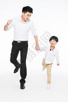 亲子爸爸和孩子牵手图片