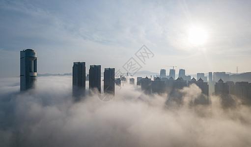 平流雾下的高楼图片