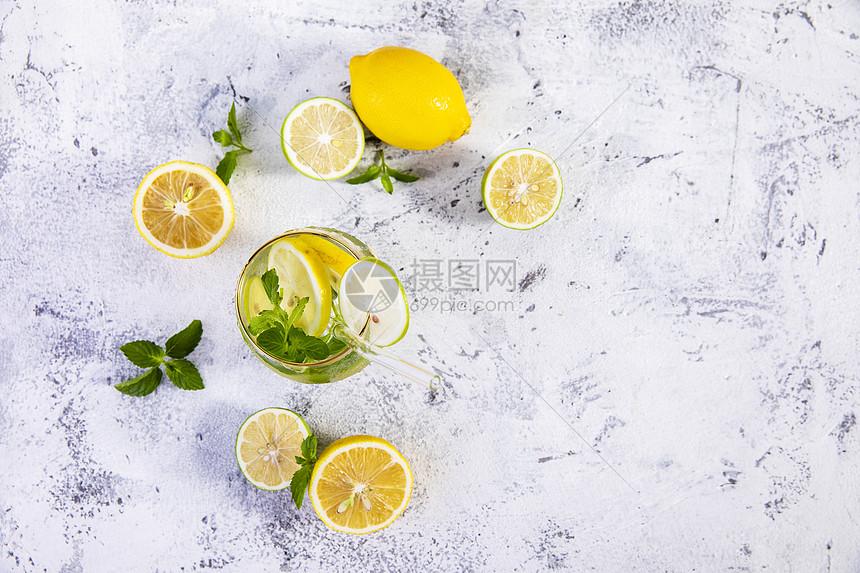 夏日柠檬冰饮图片