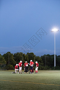 橄榄球队训练图片