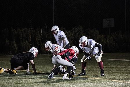 橄榄球训练对抗图片