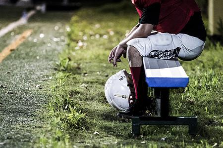 橄榄球运动员休息图片