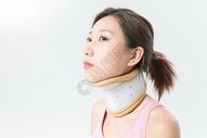 颈椎固定器女性病患图片