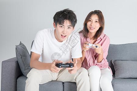 情侣居家玩游戏图片
