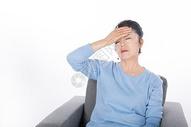 老年人头疼生病图片