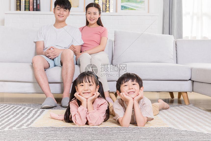 家庭生活陪伴图片