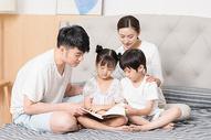 家庭生活卧室看书500961380图片