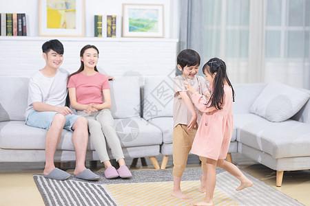 家庭居家生活图片
