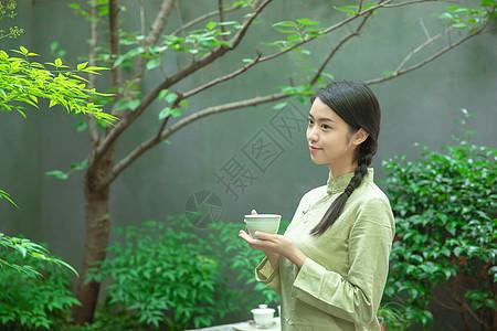 品茶的茶服女生图片