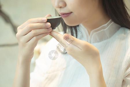 品茶的美女图片