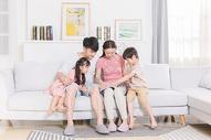 家庭教育陪伴孩子读书图片