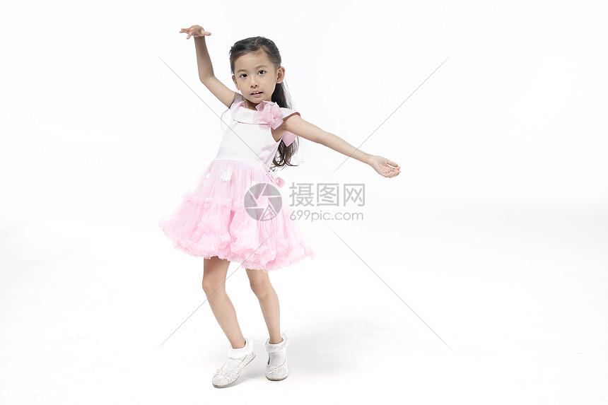 女孩翩翩起舞图片