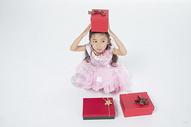 女孩收到礼物图片