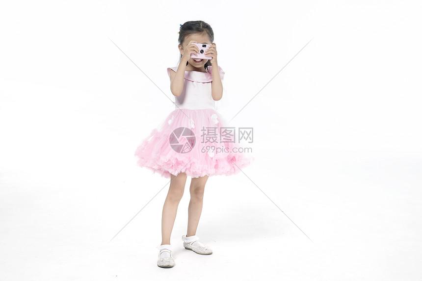 女孩在拍照图片