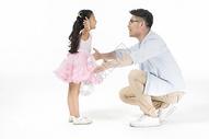 爸爸和女儿拥抱图片