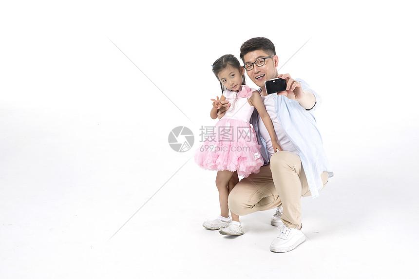 爸爸女儿一起拍照图片