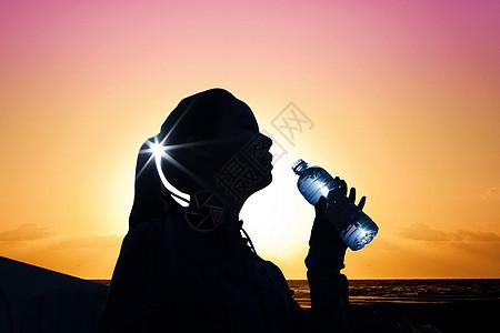 夏日高温喝水图片