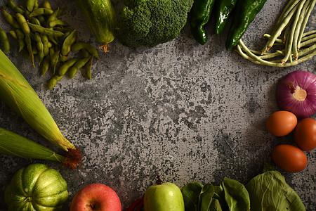 石板上的蔬菜水果图片
