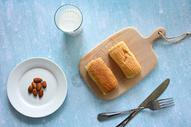 早餐营养品面包与牛奶图片