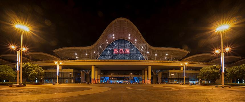 夜幕下的武汉高铁站图片